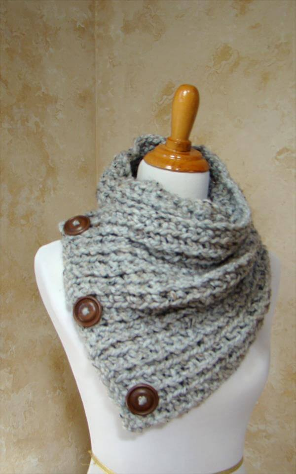 grey crochet 3 button scarf pattern