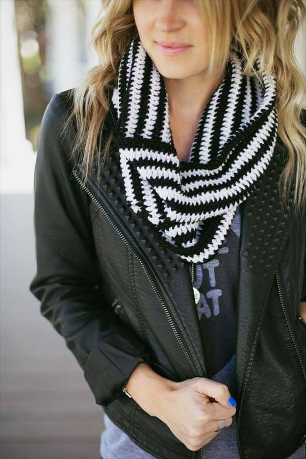 black and white crochet cowl pattern