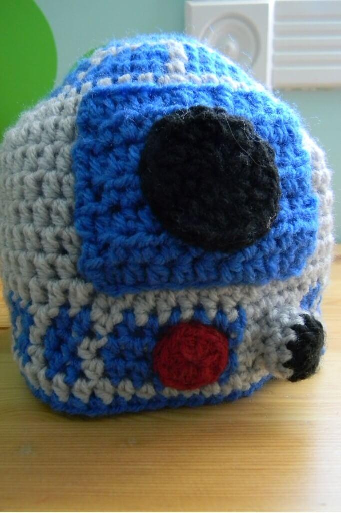 DIY crochet R2D2 baby hat pattern