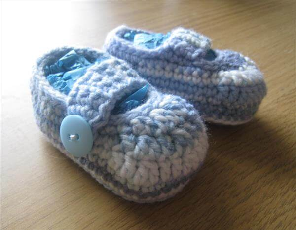 Crochet Pattern Easy Baby Booties : Simple Booties Pattern from Crochet 101 Crochet